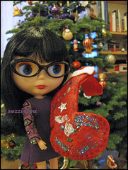 069/365 Christmas eve (sozzielou) Tags: christmas eve blue decorations light tree glitter star glasses eyes doll dress purple fringe specs blythe stocking brunette bangs goldie takara allgoldinone edna matte nightbeforechristmas bl 365blythe jaszmade
