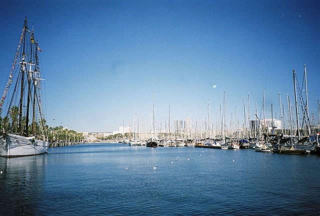 巴塞罗那的碧海蓝天 还有帆船~