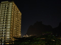 Pedra da Gvea (Claudia_Orlanda) Tags: stars noite starrynight pedradagvea soconrado cuestrelado esrelas