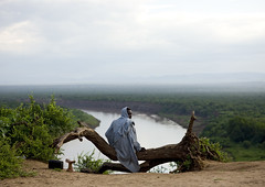 Early morning for Karo tribe on Omo river -  Ethiopia (Eric Lafforgue) Tags: africa morning travel people cold tree horizontal kara radio sunrise river quiet exterior outdoor couleurs african seat culture atmosphere tribal adventure tribes trunk blackpeople omovalley tradition ethiopia tribe ethnic karo arbre tabouret fallentree tribo ethnicity headdress contemplation tronc fleuve afrique headwear ethnology headgear tribu ethiopian omo eastafrica abyssinia headrest ethiopie blackskin exterieur 5101 tribalportrait colorpicture ethnique abyssinie linceul ethnie omoriver photocouleur kolcho afriquedelest arbreabattu colourpicture korcho cluleur valleedelomo appuitete appuinuque