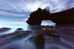 Batu Bolong 125s (tropicaLiving - Jessy Eykendorp) Tags: longexposure blue bali seascape nature canon indonesia landscape photography eos daylight outdoor lee nd filters 1022mm gnd 50d bigstopper