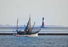 Kutter vs. Arngast (Yippieayeee) Tags: kutter krabben arngast möwen naturporno lighthouse leuchtturm wilhelmshaven whv wasser küste see jadebusen boot schiff sea