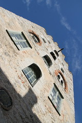 Look up and you will see! (Gotland girl) Tags: visby gotland sweden medieval window