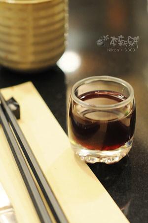 餐廳自製的洛神花茶