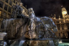 Fontaine de Bartholdi (hd2rv) Tags: longexposure fountain night lyon fontaine nuit hdr bartholdi placedesterreaux rhnealpes photomatix detailsenhancer canoneos1000d terreauxsquare expostionlongue hd2rv