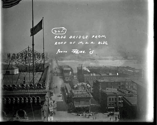 Eads Bridge from Missouri Athletic Club.jpg