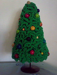 Ruffle Christmas Tree (LauraLRF) Tags: christmas xmas holiday tree verde green colors thread feast ruffles arbol navidad seasons crochet decoration balls fiestas colores bolas cotton hilo crocheted wavy ondas wiggy algodon decoracion tejido ganchillo