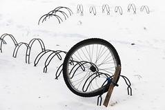 OI (pni) Tags: street winter snow bike bicycle wheel suomi finland stand vinter helsinki lock helsingfors talvi flickrfriday skrubu pni pekkanikrus