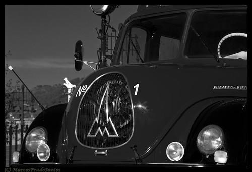 camion-bomberos-antiguo-b&n-langreo