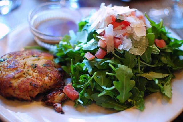 crabcake & arugula salad