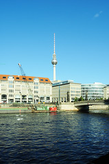Berliner Fernsehturm (FADB) Tags: berlin art rio arquitetura architecture river germany de arquitectura arte alexanderplatz fernsehturm antena spree berlim berliner alemanha hermann televiso henselmann