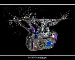 Camera's Splash (Luca Rusconi) Tags: water canon eos 50mm iso100 luca raw sub flash ii single splash backstage 50 acqua viola f8 macchina hdr luce bolla tuffo turchese bolle fotografica soffusa buble speedlite subacquea 430ex ps5 450d rusconi moltiplica t1250 photoengine tripoded oloneo triggerwirelessphottixpt04ii
