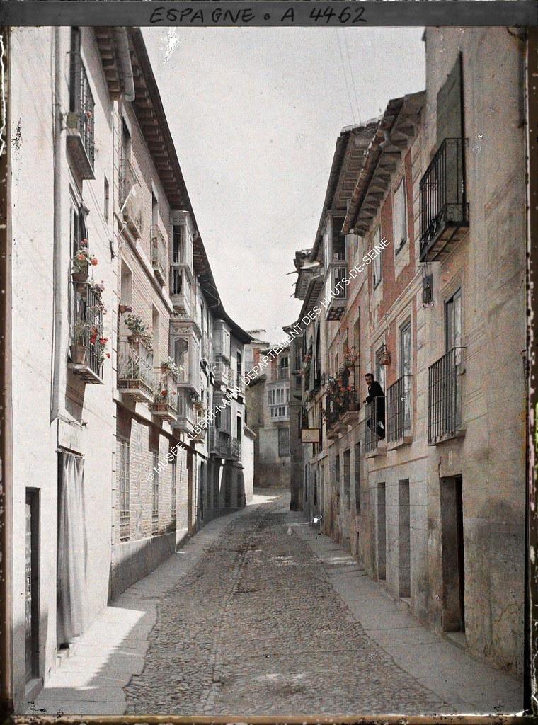 Una calle de Toledo entre el 15 y el 17 de junio de 1914. Autocromo de Auguste Léon. © Musée Albert-Kahn - Département des Hauts-de-Seine