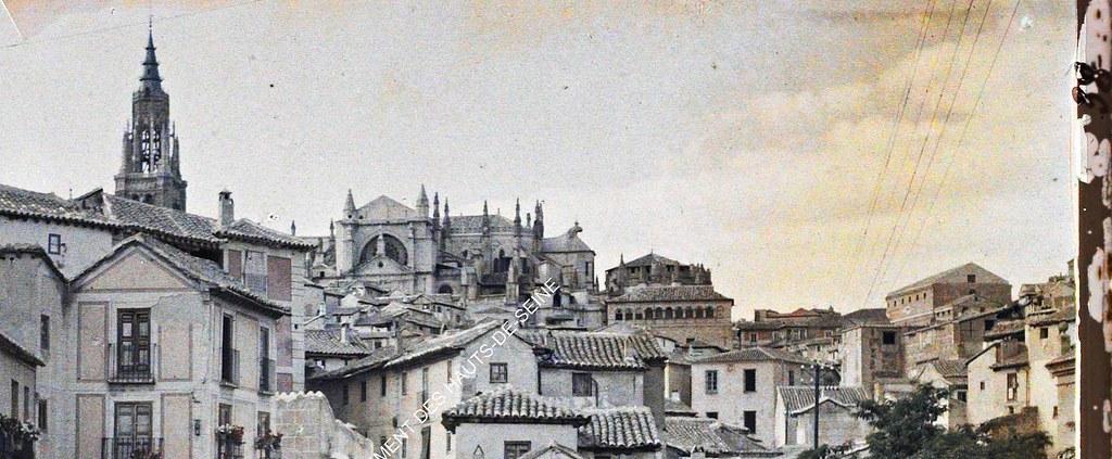 Catedral desde la Plaza de Don Fernando entre el 15 y el 17 de junio de 1914. Autocromo de Auguste Léon (detalle). © Musée Albert-Kahn - Département des Hauts-de-Seine
