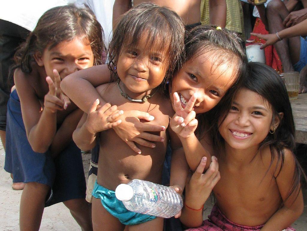 51a2330e01 Happy kids (Khmer Pure Project) Tags  girls sea portrait people smile kids  rural