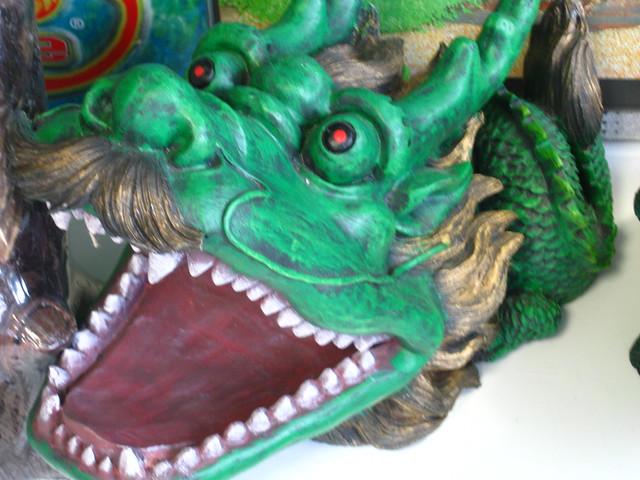 龍の置物のフリー写真素材