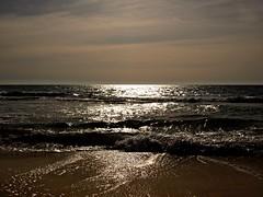 Mirando al mar (Jesus_l) Tags: españa mar agua europa alicante reflexions olas calpe jesusl