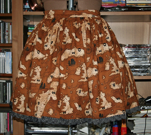 map skirt with lace