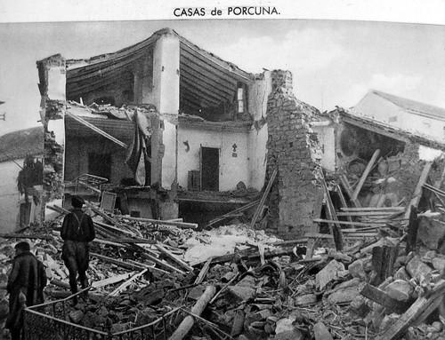 Casas bombardeadas en Porcuna