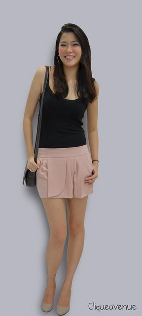 BEIGE PETAL-FRONT PLEATED SHORTS
