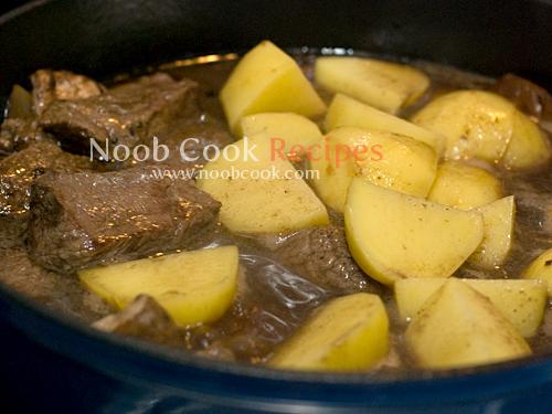 طريقة عمل طبق اللحم بالخضار بالصور 5265549323_dd9e64215b_o.jpg