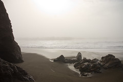 faint sun (malinowy) Tags: ocean california ca trip travel usa travelling beach fog america nikon unitedstates pacific d70s marincounty nikkor kalifornia pointbonita 1870 mga wycieczka plaa rodeolagoon stanyzjednoczone malinowy malinowynet