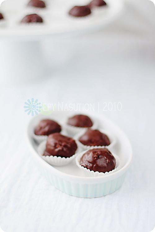 Homemade Ferrero Rocher (Hazelnut Truffles)
