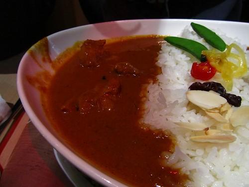 環球-咖哩匠-主餐-雙色咖哩-左邊豬肉.jpg