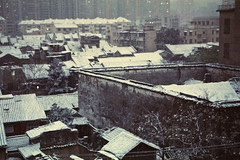 Shuyinlou on a snowy day (avezink) Tags: china snow slr film analog canon se december view shanghai kodak roofs vista   eos30 oldtown tenement moviefilm  5279  500t kodakvision500t  shuyinlou heshunjie gettyimageschinaq1
