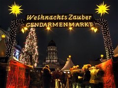 Weihnachtszauber Christmas Market - Berlin Gendarmenmarkt (Lumatic) Tags: christmas weihnachten weihnachtsmarkt weihnachtszauber zauber charm glamour magic attraction noel happy light lights illumination tree berlin gendarmenmarkt xmas market yellow night stars winter mitte germany navidad natale weihnacht seasons greetings seasonsgreetings joyeuxnoeletbonneannee merrychristmas buonnatale godjul glow glowing urban advent adventseason froheweihnachten electriclight sparkling nightshot gleam shine glare illuminate flash city center fairylights christmaslights decoration holiday holidays merryxmas festive festiveseason lichter fairy gettyholidays2010 merry travel destination french franzsischer dom konzerthaus happyholidays gettyimageswant picture gettyimagesgermanyq1 germanybest