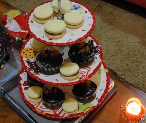 Alfajores e muffins de chocolate