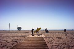 surfers (danielhermes) Tags: ocean sky beach kids digital 50mm sand surfer sony horizon voigtlander 15 bluesky surfing surfboard surfers surfboards alpha nokton voigtländer twop f15 nex nokton5015 mmount ifyouleave mmountadapter sonynex sonynex5 sonyalphanex5