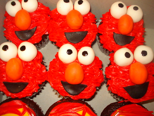 elmo by Little Sweeties Cupcakes