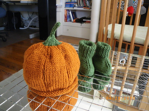 Baby Booties and Kurbis Baby Hat