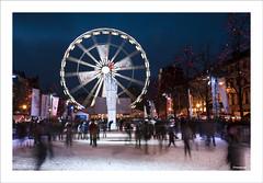 un air de fête (francoisep) Tags: nikon belgique bruxelles fête noël nuit glace patinoire grandroue