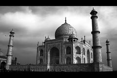 Taj Mahal b/w (green.pit) Tags: travel blackandwhite bw india blancoynegro monochrome architecture blackwhite reisen asia asien sony taj mahal tajmahal bn frame sw schwarzweiss 2009 indien a350 dslra350 sonyalpha350 pitgreenwood