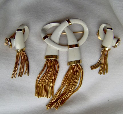 Vintage KRAMER Demi Brooch Earrings White Enamel Gold Chain Dangle Fringes