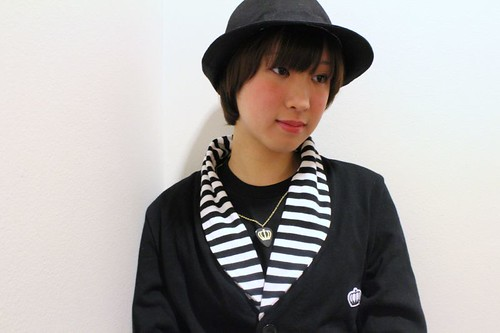 QOS border lapel cardigan & plectrum neck-less -  Yui
