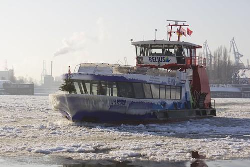 Hafenfähre im Winter