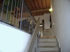 Accesso al primo piano che ospita la struttura