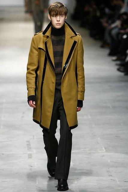 FW11_Milan_Costume National015_Simon Nygard(VOGUEcom)