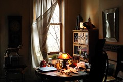 paperwork can wait (omoo) Tags: newyorkcity window mirror chair apartment westvillage vitra serval greenwichvillage plushtoy archedwindow beforelunch closedlaptop legalbookcase missiontablelamp beliniheadlinechair roundoaktable headlinemanagementchair papaerwork paperscanwait