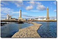 Phare d'Eckmühl, Saint Pierre (zogt2000 (No Video)) Tags: blue sea mer lighthouse nikon breizh phare finistère d90 eckmühl sainpierre