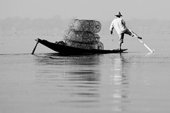 Inle lake - myanmar (David Michel) Tags: bw water boat eau noir burma leg lac rowing blanc rame pirogue birmanie jambe