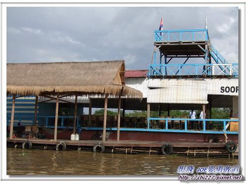 洞里薩湖-水上餐廳
