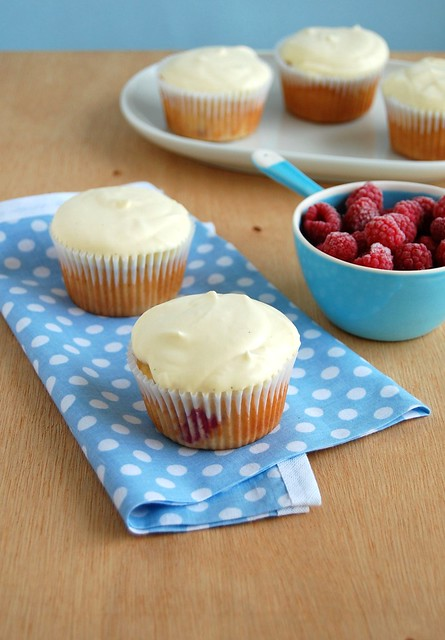 Raspberry trifle cupcakes / Cupcakes de pavê de framboesa