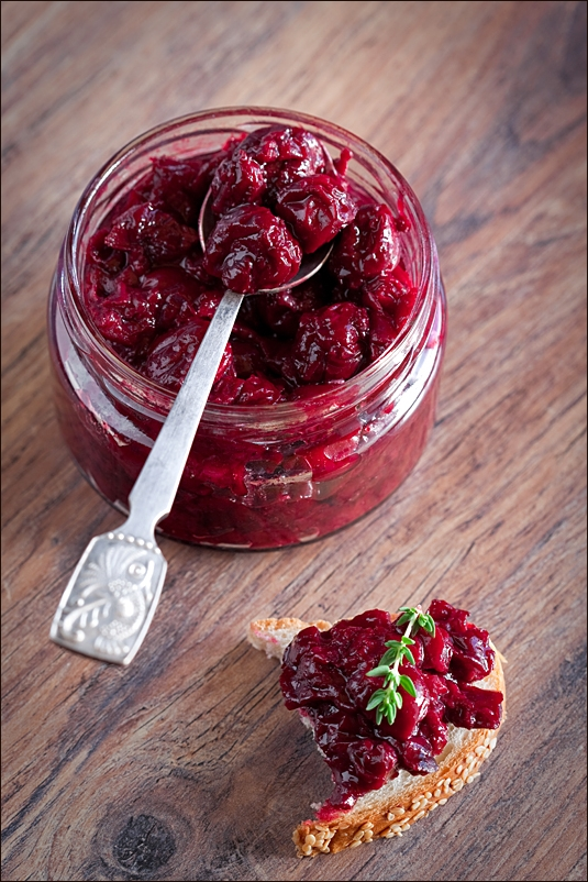 Sauce of frozen cherries and thyme (no sugar)