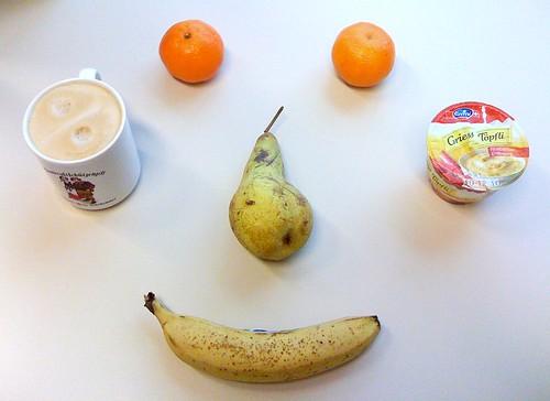 Emmi Griesstöpfli und drei Sorten Obst
