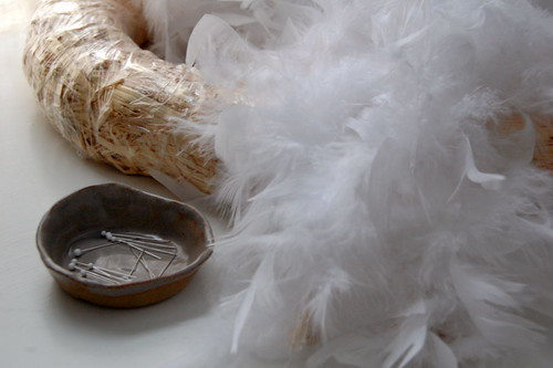 crafting with kids : feathered wreath