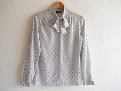 who's the boss (Ela's Idea) Tags: boss white girl vintage office working ascot blouse polkadots dots workinggirl whostheboss vintageblouse whitblouse